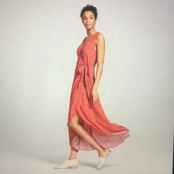 d74ad2f6721 Universal Thread Target red floral wrap dress M. M 5ba8540f194dad23927b41b4
